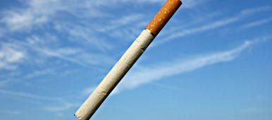 ¿El tabaco contiene otras sustancias químicas que pueden contribuir a su adicción?